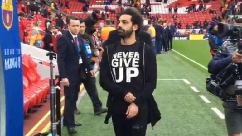 Salah a envoyé un message avec son tee-shirt. Captura/Liverpool
