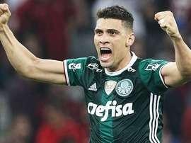 Moisés, do Palmeiras, quebrou o joelho em uma ação com Zé Antônio. Twitter/MoisesLima10