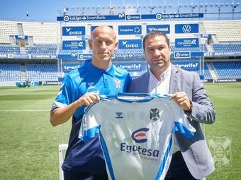 Mollejo podría debutar con el Tenerife este fin de semana. Twitter/CDTOficial