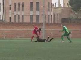 El árbitro fue agredido por un jugador del Miralbueno. Twitter