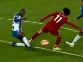 Salah could have been sent off for this challenge on Danilo. Captura/FoxSports