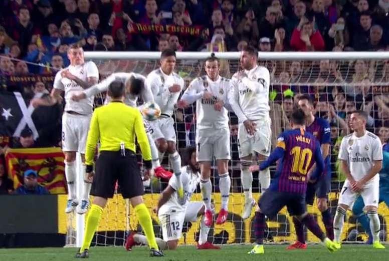 Le ballon touche le bras de Casemiro. Capture/Gol