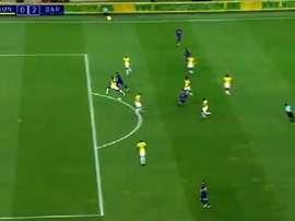 Passe de Denis pour Luis. Capture/FCBarcelone