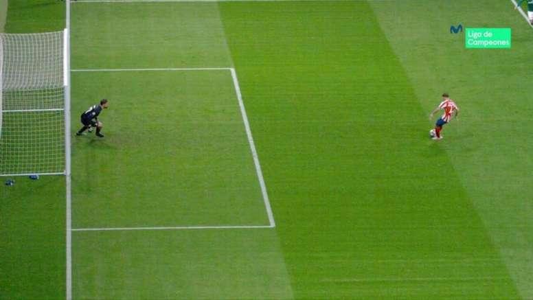 El portero se adelantó en el penalti y el VAR no lo vio. Captura/Movistar