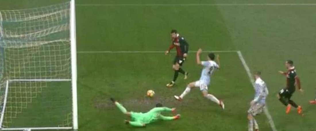 O momento do falhanço do internacional italiano. Twitter/SkyCalcio