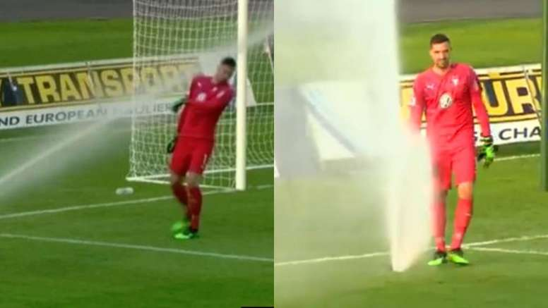 El hombre contra el aspersor: la divertida batalla del portero del Malmö. Captura/BBCSports