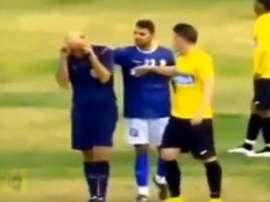 Momento en que el árbitro se echa a llorar. Twitter