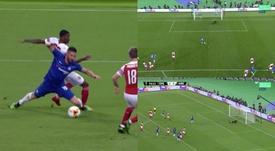 Pênalti em Giroud, gol de Hazard. Capturas/Movistar