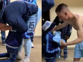 El desconsolado abrazo de un aficionado a Callejón tras su último partido. Capturas/ESPN