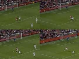 Beckham hizo el regate de Messi a Boateng. Capturas/ManchesterUnitedTV