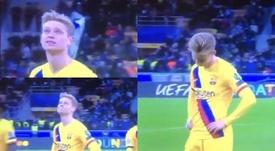 La triste réaction de De Jong en apprenant l'élimination de l'Ajax. Capture/Movistar