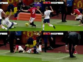 Fouled by Harry Winks, the winger was bundled towards the now Tottenham boss. Capturas/NBCSports