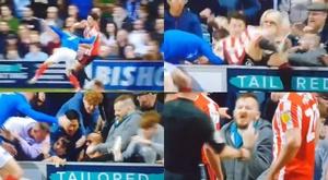 A Portsmouth fan kicked a Sunderland player at Fratton Park. Capturas/SkySports