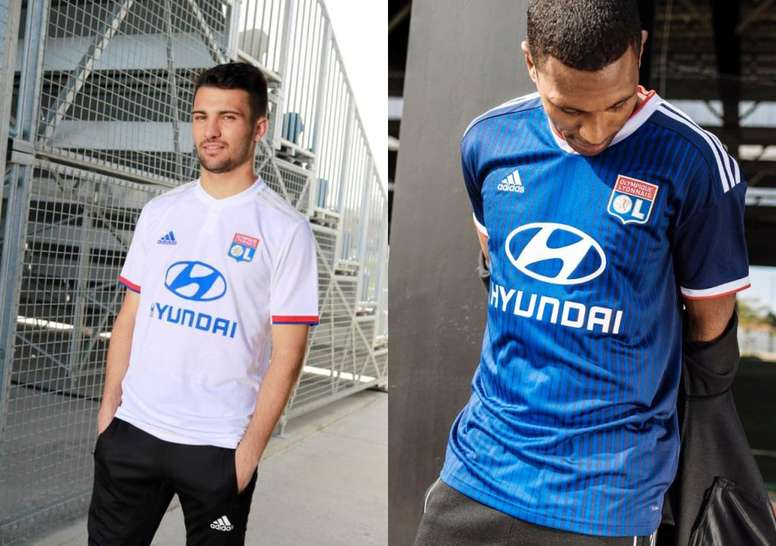 Marcelo Guedes y Léo Dubois posaron con las nuevas camisetas. Twitter/OlympiqueLyonnais