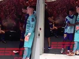 Um Messi de cabeça baixa e desolado. Captura/ESPN