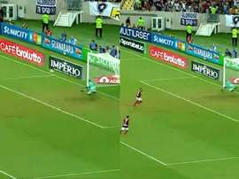 Gabigol falló dos penaltis consecutivos. Capturas/EsporteInterativo