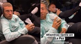 Papu Gómez y Ocampos se ayudaron de oxígeno durante el viaje. Captura/nicolasotamendi30