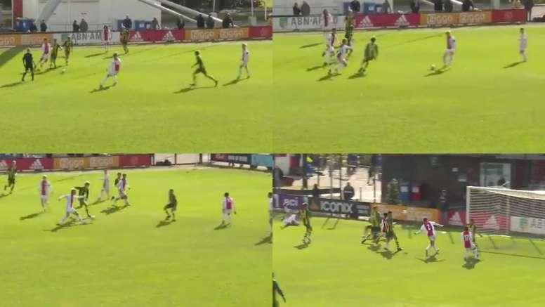 Quand les U17 de l'Ajax s'amusent en match. Twitter/AFCAjax