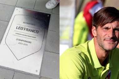 El técnico del Huesca cuenta con una placa en el 'Paseo de Leyendas' del metropolitano. Captura/EFE