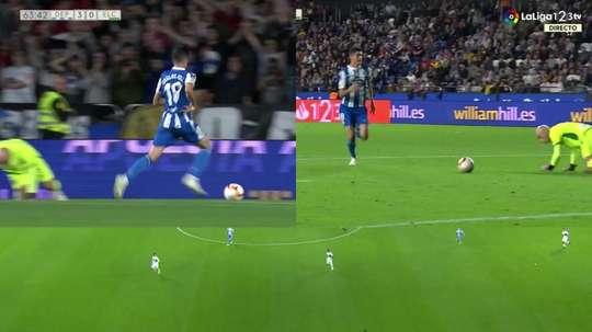 Carlos Fernández presionó y se aprovechó del error. Captura/LaLiga1|2|3TV