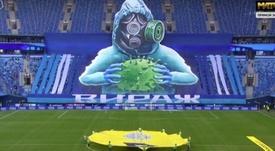 Torcida do Zenit recebeu a equipe com grande imagem em movimento nas arquibancadas. Captura/Matchtv