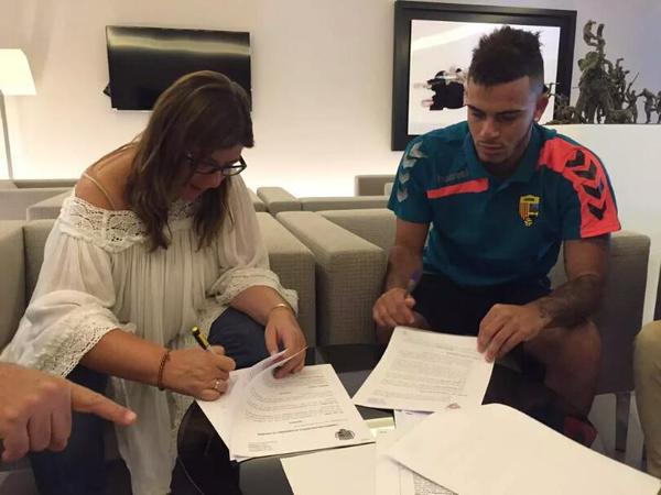 Mosquito firma su contrato con el Llagostera. Twitter