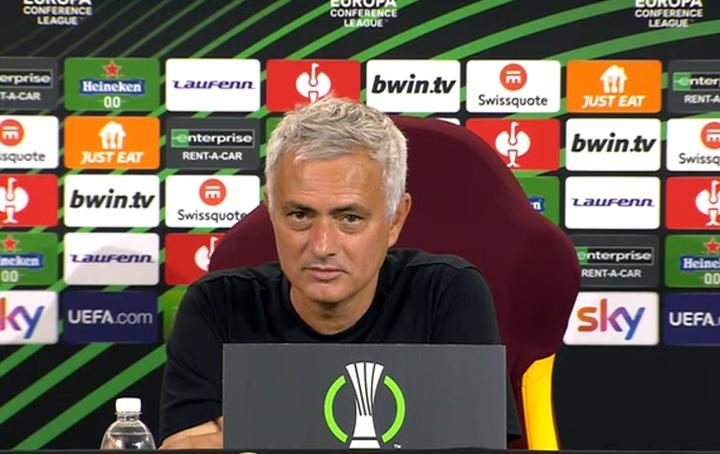 Mourinho perdió la paciencia en rueda de prensa. Captura/Youtube/Calcionews24