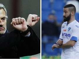 Mourinho y Tonelli realizando el mismo gesto. Twitter