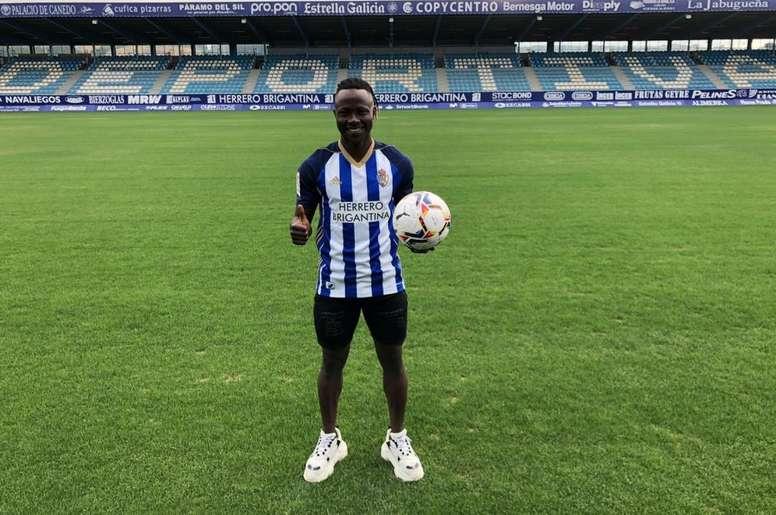 Moussa Sidibé, nuevo jugador de la Ponferradina. Twitter/SDP_1922