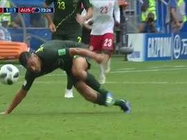 El jugador australiano tuvo que marcharse del terreno de juego. Captura