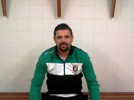 Nacho Novo posa en las instalaciones del Glentoran tras firmar por el club irlandés. Glentoran