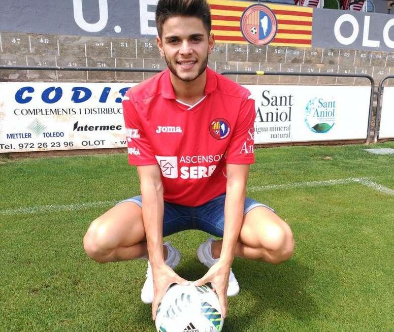 El jugador procede del Arenas de Getxo, con el que disputo 12 partidos. UEOlot