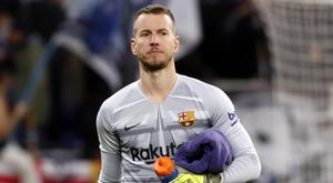 Goleiro do Barcelona, Neto sofre entorse de tornozelo. Twitter/FCBarcelona_es