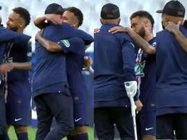 Neymar gave Mbappe a big hug after the match. Capturas/kelyan_mbabi2