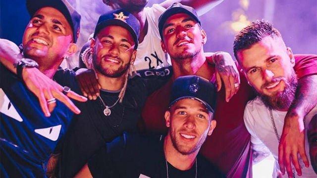 Neymar convidou Arthur para sua mansão. Twitter