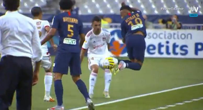 No le salió la genialidad a Neymar. Captura/Vamos