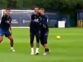 Neymar humilhou Mbappé em treinamento. Captura/PSG