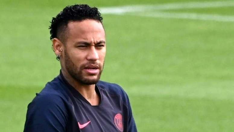 Neymar puede fichar por el Madrid o el Barça. AFP