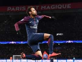 O PSG bateu o Dijon por 8-0, com Neymar em destaque. AFP