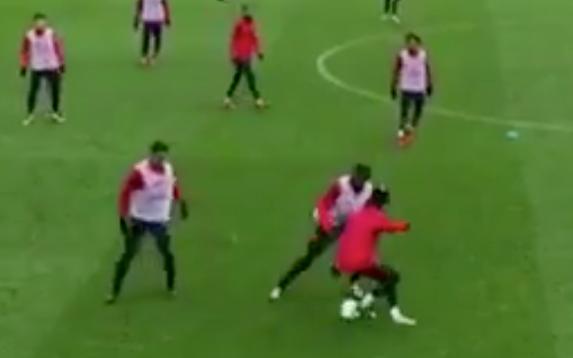 (VIDEO) Afición del PSG abuchean a Neymar por negar penalti a Cavani
