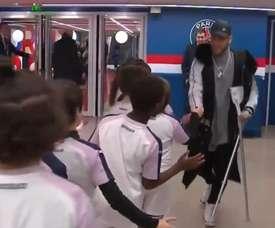 Neymar saluda todas as crianças na partida entre PSG e Bordeaux. Captura/Twitter@btsportfootball