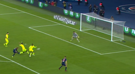 Neymar scores for PSG against Lille. Captura/CanalSports