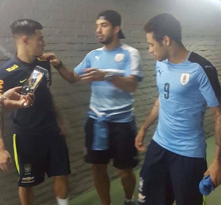 1f6e7d39f4 Pin Neymar vestiu a camisa do Uruguai do amigo Luis Suárez. Twitter   InfoRusia2018