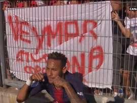 Neymar 'causando' em comemoração. Captura/Canal+