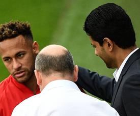 Neymar saiu em defesa do amigo e companheiro Dani Alves. AFP
