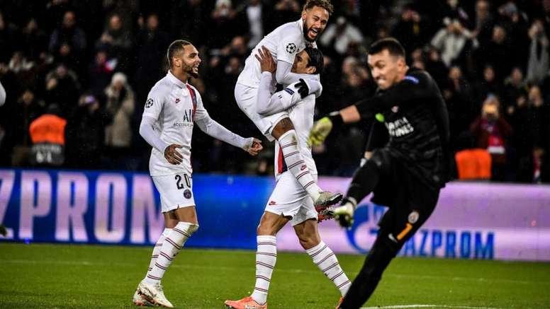 Neymar explique sa nouvelle célébration. Goal