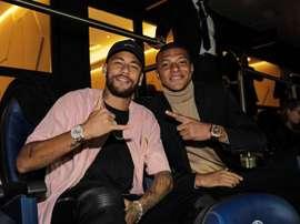 La joie de Mbappé et Neymar dans les tribunes du Parc des Princes. Twitter/KMbappe