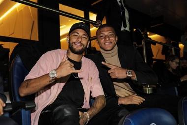 Jogadores do Madrid celebram empate contra a Juve. Goal