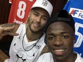 Vinicius deixou elogios ao seu compatriota Neymar. Twitter/vini11Oficial