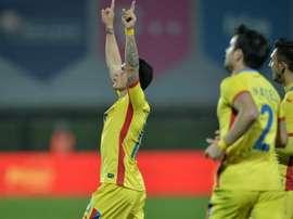 Nicusor Stanciu celebra su gol,  su primer tanto para Rumanía, el mismo día de su debut en un amistoso ante Lituania. FRF